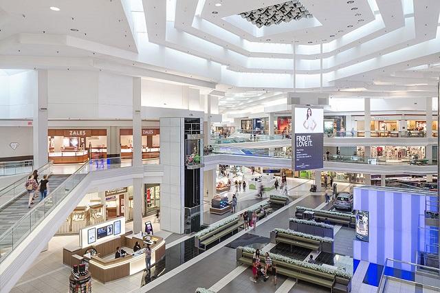 Không gian mua sắm hiện đại của Woodfield Mall