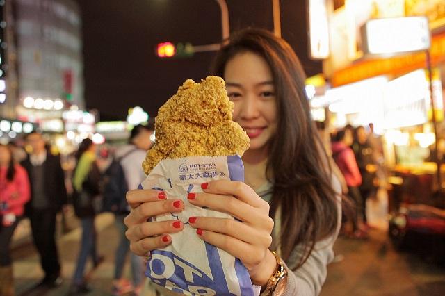 Ngoài mua sắm thì thưởng thwusc ẩm thực là một trải nghiệm đáng thử ở Sĩ Lâm