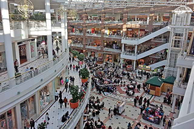 Sự lôi cuốn kỳ lạ của các trung tâm mua sắm ở Dallas