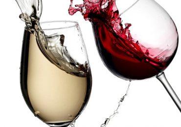 Tại sao uống rượu vang phải lắc thì rượu mới ngon?