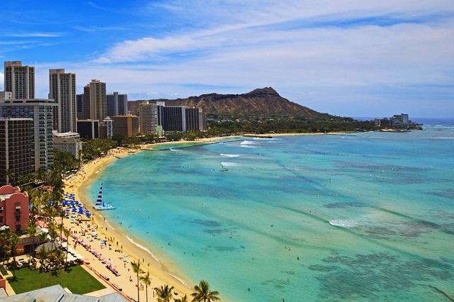 Đến Honolulu tận hưởng làn nước biển trong xanh