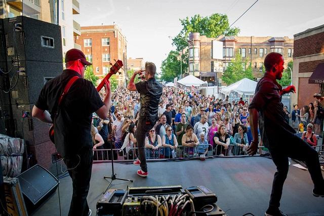 Grant Park Music là một trong những sự kiện âm nhạc được người dân Chicago và du khách trông đợi hàng năm