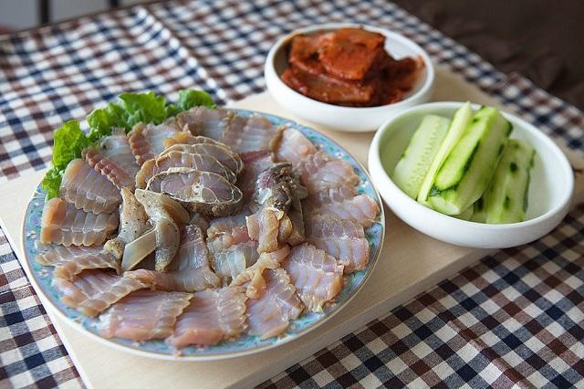 Món Hongeo Hoe là một loại cá đuối lên men rất nổi tiếng ở Hàn Quốc