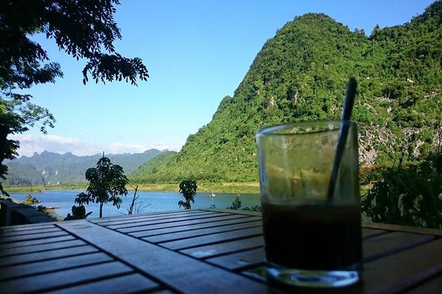 Đến với Hồ Khánh homestay nhâm nhi tách café và ngắm khung cảnh núi rừng hùng vĩ thì còn gì thú vị hơn