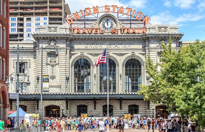 Tham quan ga Union Station lịch sử của thành phố Denver